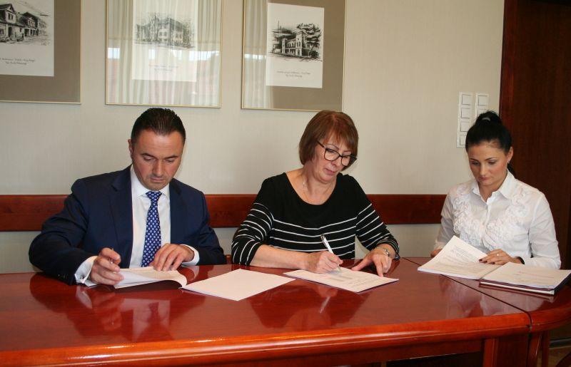 Podpisanie umowy na dostawę samochodu ratowniczo-gaśniczego dla OSP Bukowiec