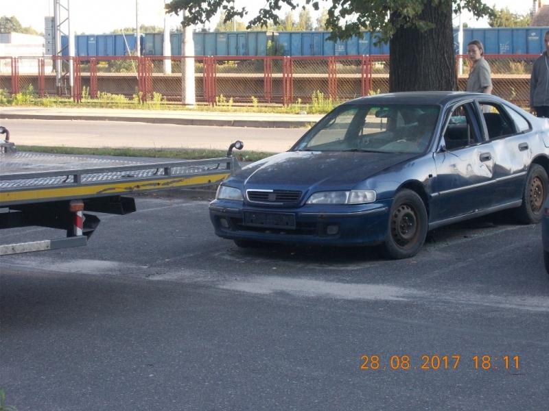 Wrak z parkingu przy PKP usunięty !