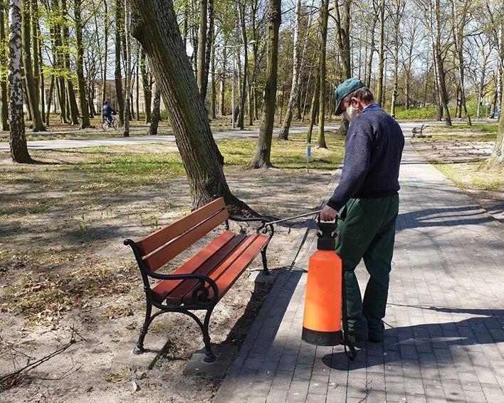 Przeprowadzono odkażanie w parkach