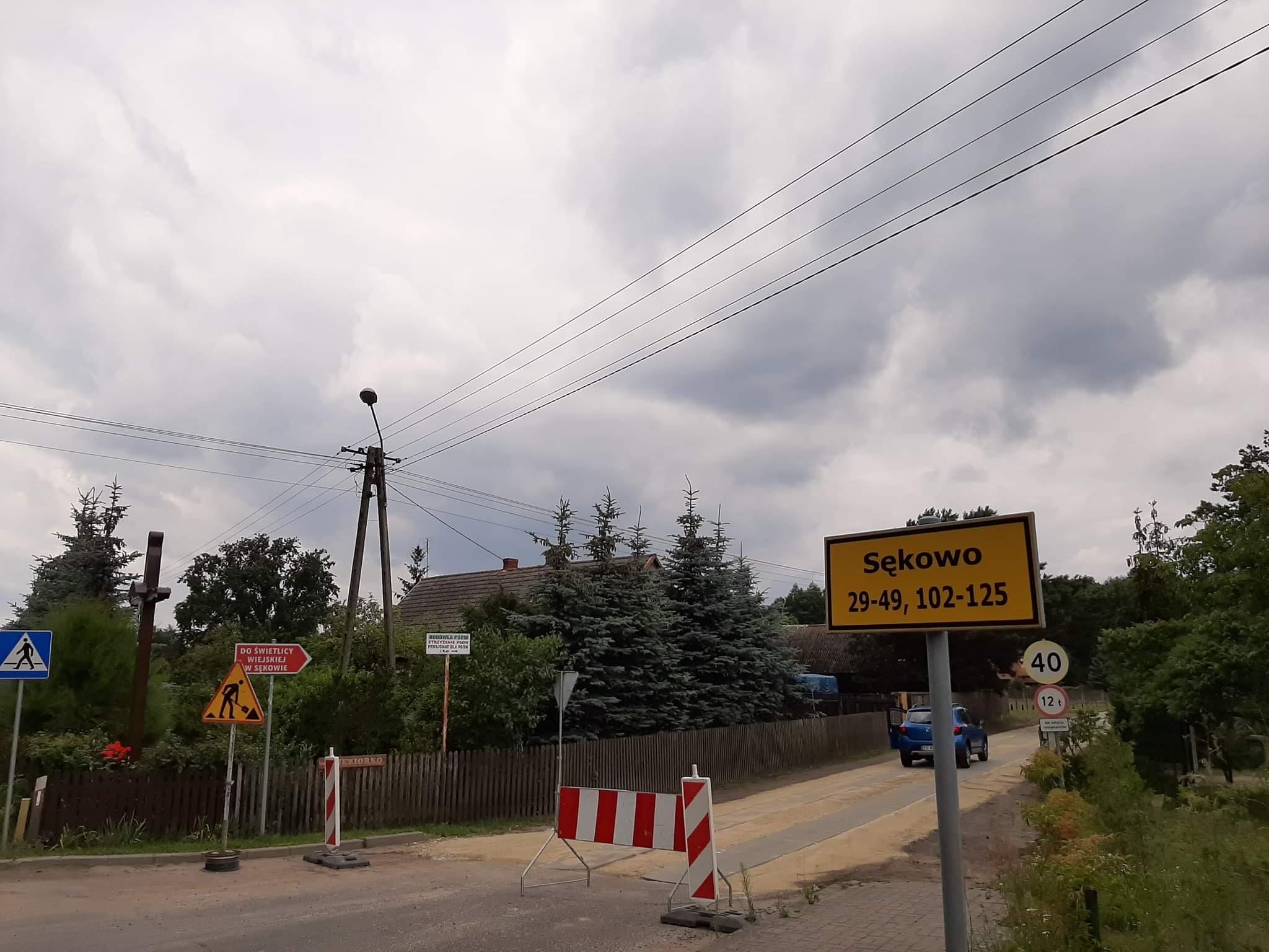 Remont drogi w Sękowie